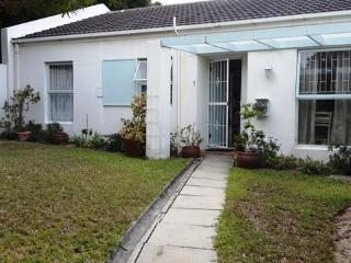 Hout Bay Cottage to let for holidays in June/ July