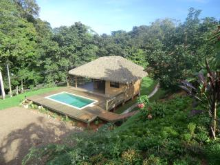 very nice tropical wooden guesthouse, Ojochal