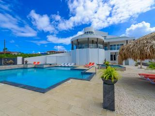 Magnificent mansion with million dollar view of Aruba, Noord