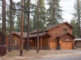 5BR/4BA Pvt Hot Tub- Gorgeous Home- Best Location- Summer Specials, Sleeps 12, South Lake Tahoe