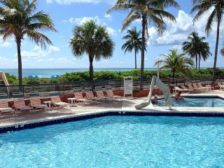 On the Beach Great Studio 2 Full Beds for 4 Guests Great Heated Pool 675, Hollywood