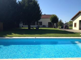 Charentaise Stone House with Own Use Private Pool, Ruffec