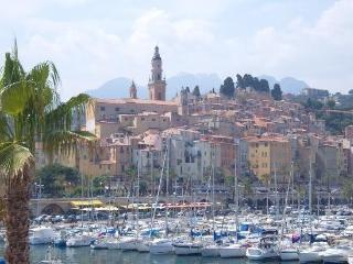 A well-appointed period apartment, Menton