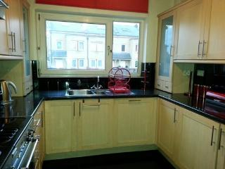 Spacious 4 bed House. 18 mins into Central London.