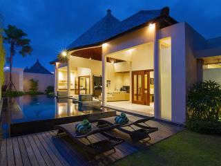 Luxury 2 Bedroom Villa in Oberoi, Seminyak, Kuta