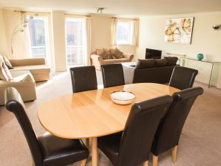 Superior 02 Bedroom Apartment - Meridian Place, Londres