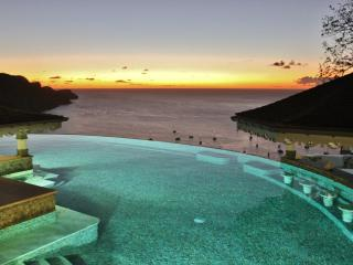 Tropical Hideaway-Stunning views- 5* Accommodation, Bequia