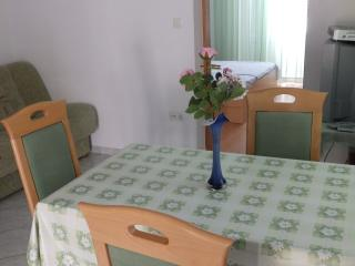 Renata 2 for 3 near the sea with AC, Rab Town
