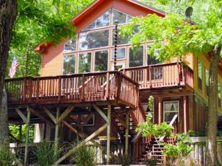 Cliffside Inn Main House! Available Labor Day!, New Braunfels