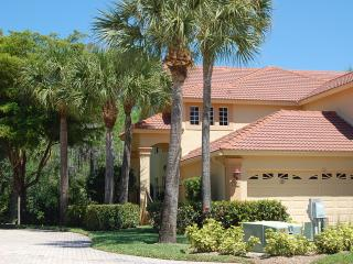 Two Master Suites and Close to Beach, Naples