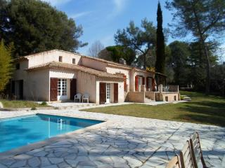 Spacious Provençal villa with pool, Roquefort-les-Pins