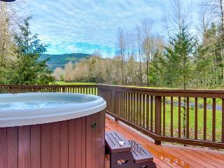 Mountain lodge w/ access to community pool, hot tub, & sauna, Welches