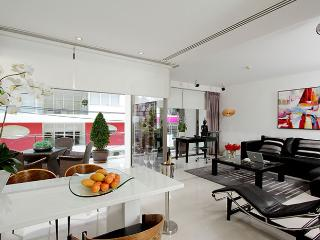 2 bdrm GRAND DELUXE 160 SQM, Patong