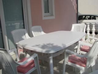 Apartment Green for 4 with parking - pet friendly, Vodice