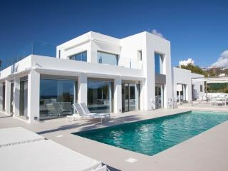 Luxury 5 Bedroom Villa in Private Resort, Talamanca