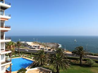 Ocean view apartment in condo w/ pool, Estoril