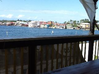 Great ocean view with a comfortable  apartment., Bocas Town