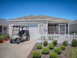 Stylish patio villa with all new furnishings with free use of golf cart, The Villages