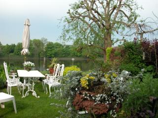 Thames-side Bed and Breakfast in Chiswick W4, London