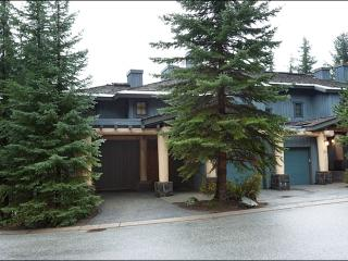 Exquisite Mountain Views - Newly Remodeled and Beautifully Decorated (4151), Whistler