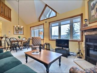 Lovely Mountain and Lake Views - Short Walk to the Village and Shuttle (6234), Mont Tremblant
