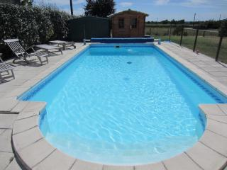 Gite for rent in the Gironde with private pool, Saint-Mariens