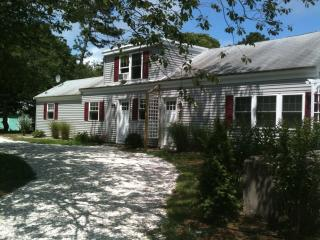 Charming 2 bdrm 1 1/2 bath house, Dennis Port