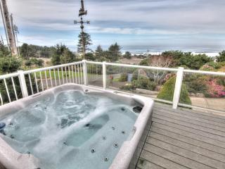Sea Star Cottage with Hot Tub and Ocean View!, Yachats