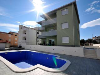 New great apt with pool S4!!, Okrug Gornji