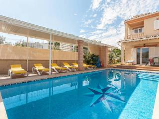 Big Family home with garden - big swimming Pool, Alcudia
