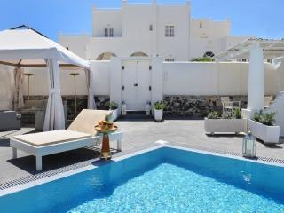 villa 4 bedroom with private pool, Perivolos