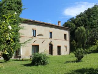 Il Castellano with private, secluded pool, San Ginesio