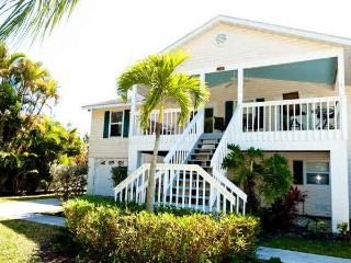 Breeze On In: 3BR Awesome Island Home, Holmes Beach