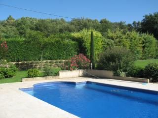Spacious villa in superb gardens, Lourmarin