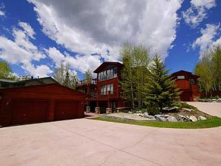 Spectacular Home Next to Lake and Skiing, Dillon