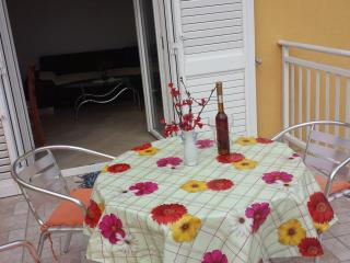 HOLIDAY APARTMENT IN BROCE, Ston