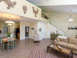 Beautifully Decorated Townhome on the Island, Corpus Christi