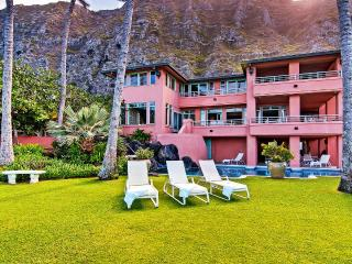 A Luxurious Estate for 20 ~ Sitting on the Warm Sands of Oahu!, Waimanalo