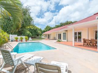 Luxurious tropical villa with private pool, Willemstad