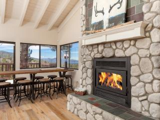 EAGLE PEAK :UPSCALE,  REMODELED, Mountain VIEWS, Big Bear Lake