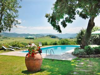 Converted historic farmhouse, atop a hill in Tuscany near Florence. HII GIO, Florencia