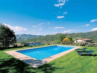 Stone- built farmhouse with attached guesthouse, close to Umbertide and the Tuscan border. HII ARC, Umbria