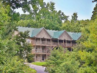 Deck, BBQ Grill, DVD Player, Resort Pool, Central Air, Sleeps 16, Sevierville
