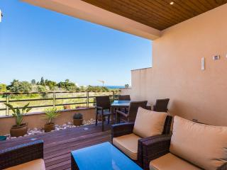 Two bedroom apartment with sea view and hot tub, Luz