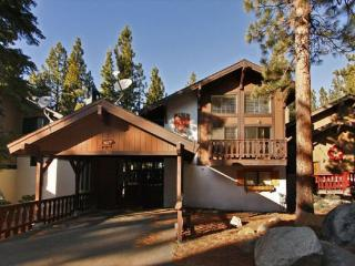 Beautiful remodeled cabin with free access to community hot tub and summer pool, South Lake Tahoe