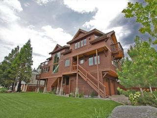 4039G-Deluxe Tahoe Stateline area home; one block to lake, walk to casinos, Heavenly Village and Gondola!, South Lake Tahoe