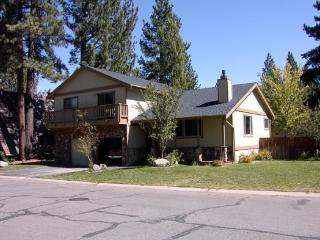 Large Tahoe home with large yard, hot tub and pool table, South Lake Tahoe