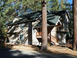 V44- Just across the street from the Lake, great lakes views with private hot tub. New home., South Lake Tahoe