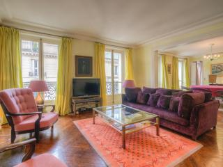 Style, Luxury and an Ideal Paris Location, Clichy