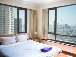 Trendy LUMPINI Highfloor 3 Bedrooms, Bangkok